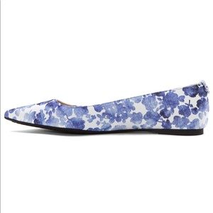 (Michael Kors) Arianna Pointed Floral Ballet Flats